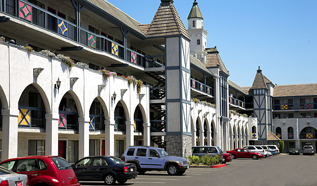 Castle Inn and Suites Hotel Exterior