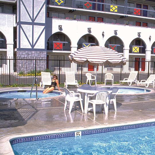 Poolside amenities at Castle Inn and Suites